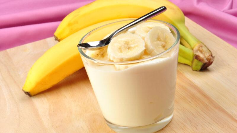 Напиток для бодрости из банана,мёда и молока